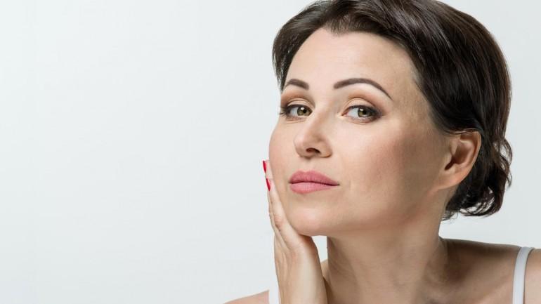 Jaki makijaż zastosować w okolicach 50-tki?