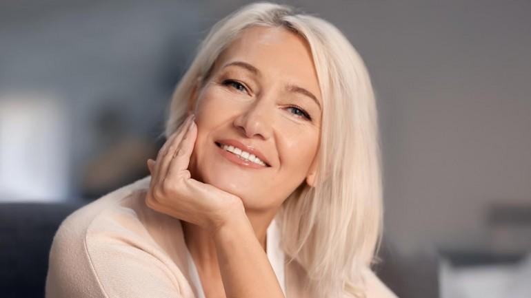 Jak pielęgnować dojrzałą skórę – oto kluczowe zasady
