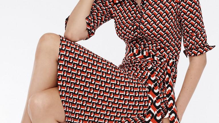 Kopertowa sukienka – poznaj historię kultowego projektu Diane von Furstenberg