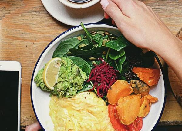 Jajecznica inaczej – poznaj ciekawe, smaczne i zdrowe wariancje na temat dania z jajek!