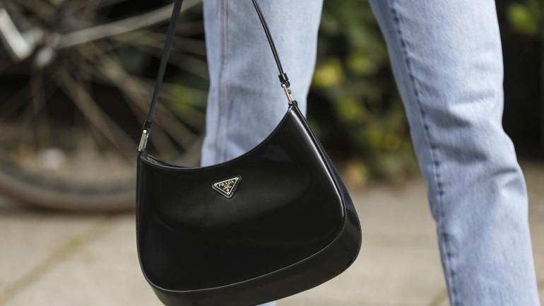 Czarna torebka – klasyka, w którą powinna zainwestować każda elegancka kobieta