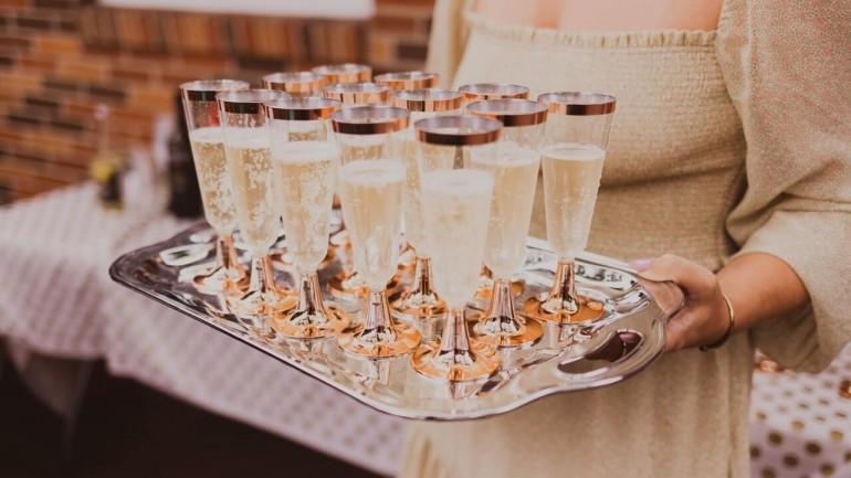 Jak zorganizować eleganckie przyjęcie koktajlowe?